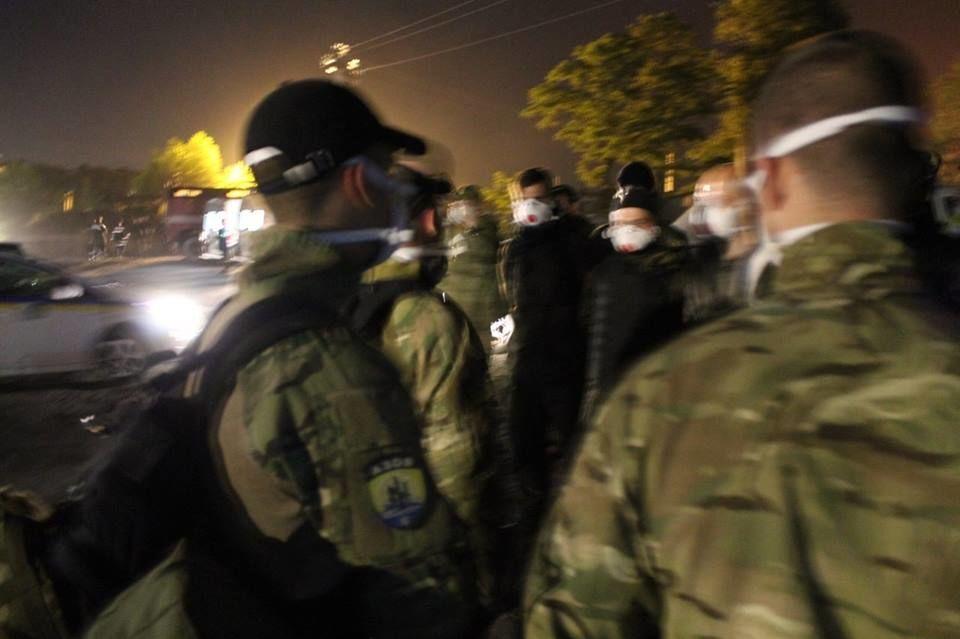 """Второй фронт: """"Азов"""" показал фото ликвидации пожара в Василькове"""