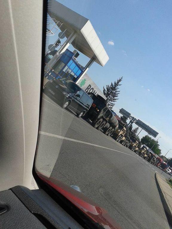 В Угорщині біля кордону з Україною помічена колона військової техніки: фотофакт