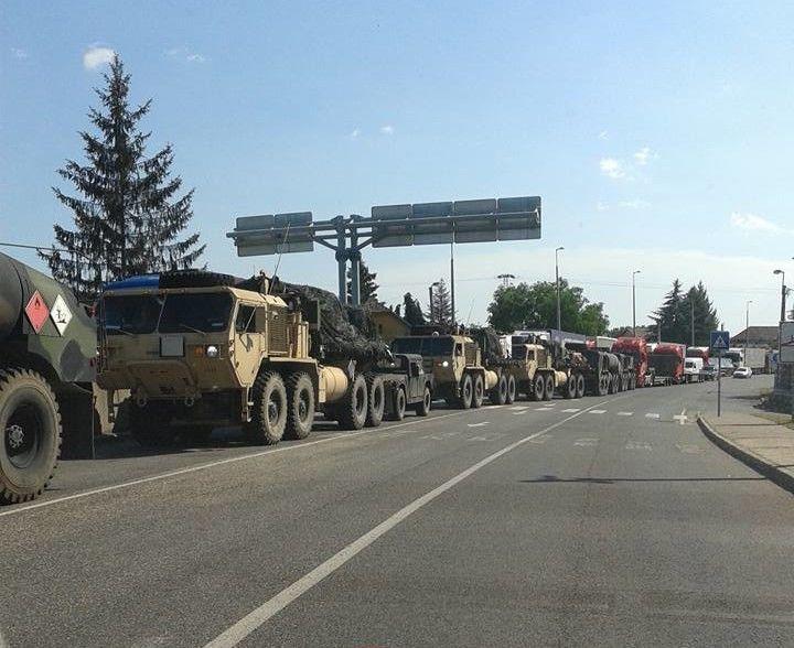 В Украину въехала колонна военной техники из Венгрии