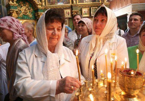 Маразм крепчал. Медиков в Крыму заставили освятить халаты