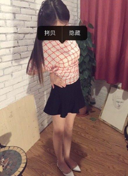 Безумный мир: в Китае люди пытаются достать пупок рукой через спину