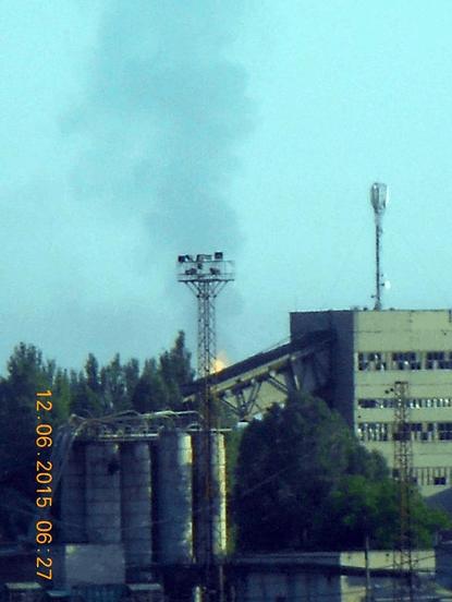 Под Авдеевкой из-за обстрела вспыхнул газопровод: фотофакт
