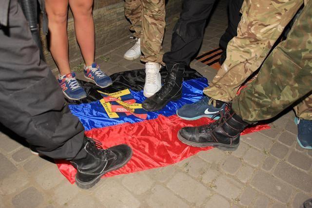 В Одессе активисты нашли в офисе КПУ символику террористов: фоторепортаж