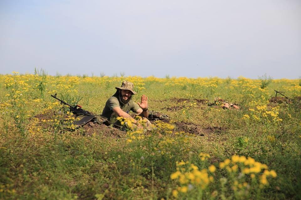 """""""Азов"""" опубликовал подборку """"романтичных"""" фото с фронта"""