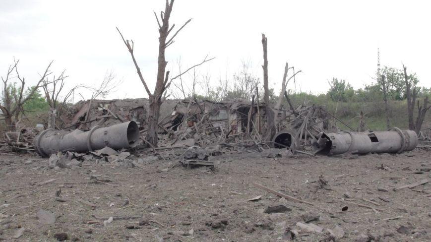 На месте взрыва в Донецке образовалась огромная воронка
