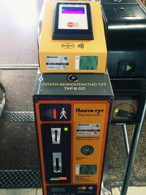 Киевское метро запустило оплату проезда банковской картой: отзывы пассажиров