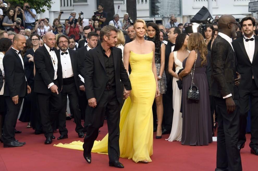 Они сияли от любви: лучшие фото голливудской пары Шарлиз Терон и Шона Пенна