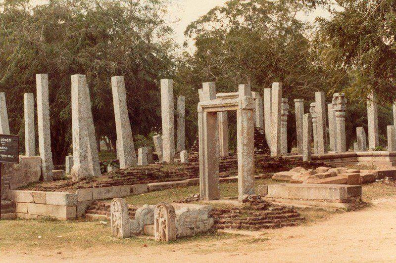 фото каменных столбов в др индии совета