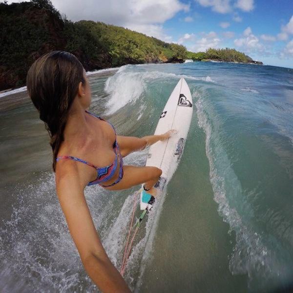 Апетитні серфінгістки спокушають гарячими тілами