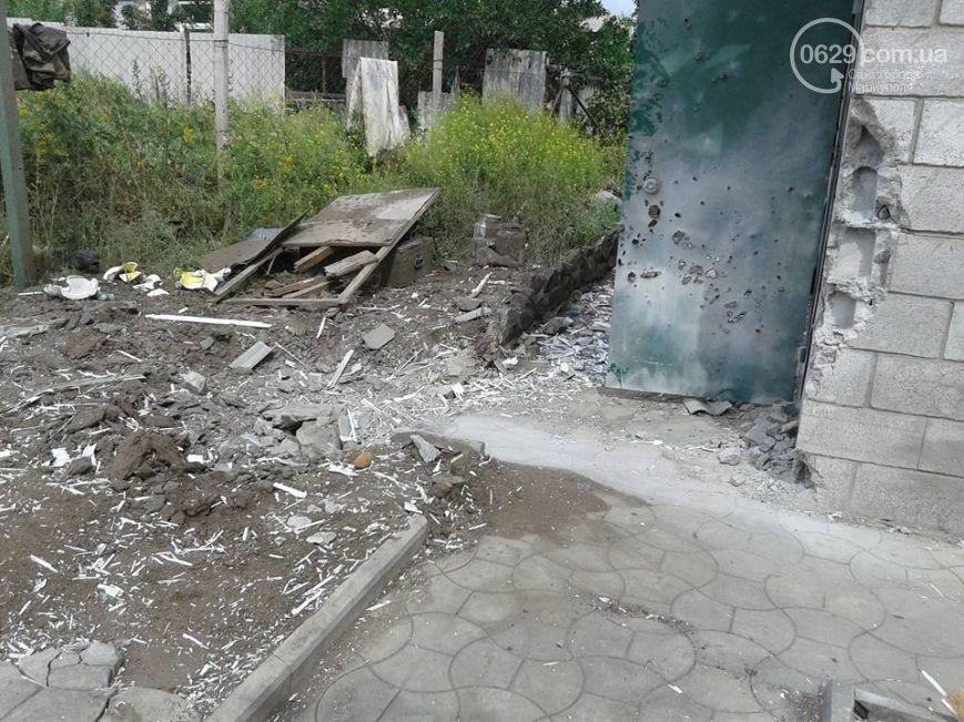 Під Маріуполем терористи розбомбили будинки мирних жителів: фоторепортаж