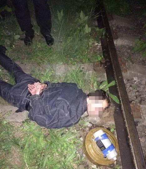 Террорист подложил бомбу на ж/д пути, ведущие к базе горючего ВСУ