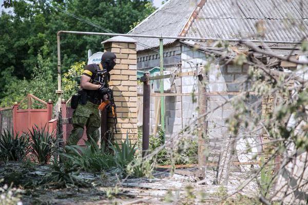 Не спрячешься! Как проходит зачистка в Марьинке: опубликованы фото