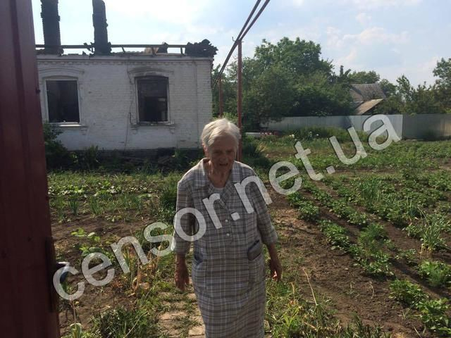 Террористы разбомбили дом 99-летнего ветерана в Красногоровке