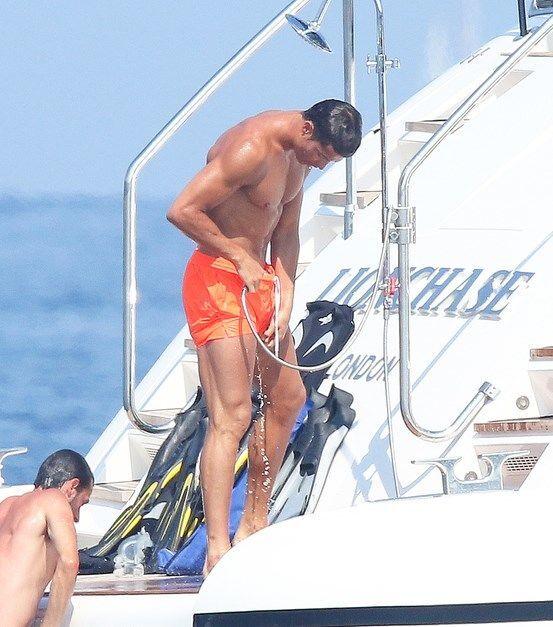 Роналду развлекся в тесной компании обнаженных мускулистых мужчин