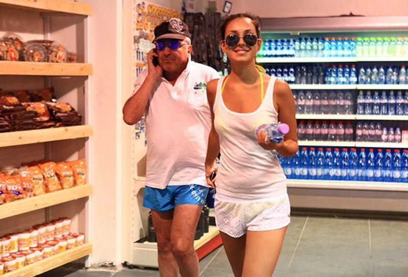 Опубликованы фото последнего отпуска Березовского с 23-летней любовницей