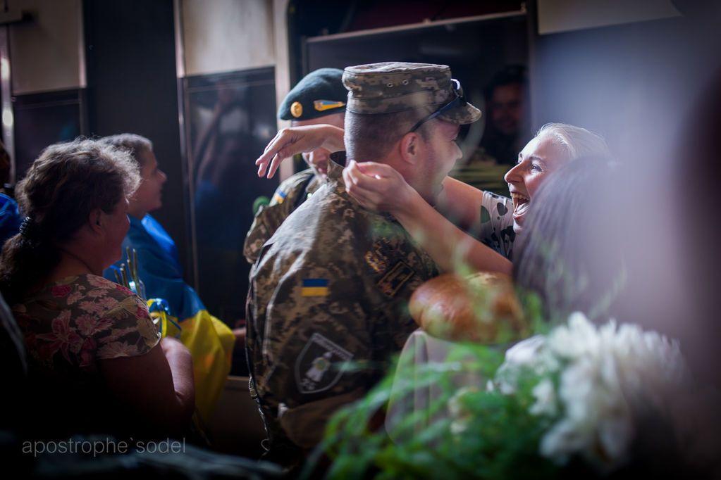 """Бойцы """"Киевской Руси"""" вернулись с войны: трогательные фото встречи"""