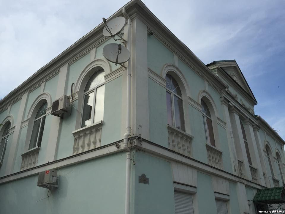 Со здания Меджлиса в Симферополе сорвали крымскотатарский флаг