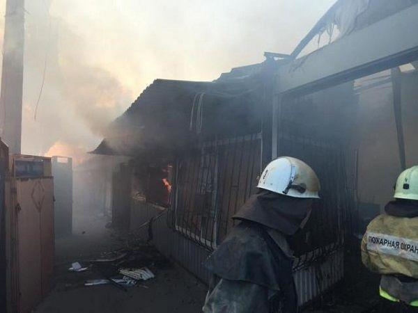 В Донецке из-за обстрела вспыхнул рынок