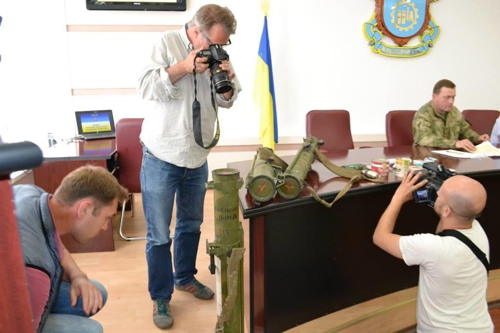 """Террористы забыли под Счастьем """"Шмели"""" и российские пайки"""