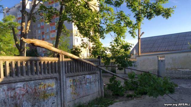 Намкрыш! Обрушившийся на Крым ураган отрезал полуостров от России