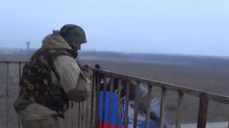 Бойцы АТО показали, какая участь постигла флаг Гиви