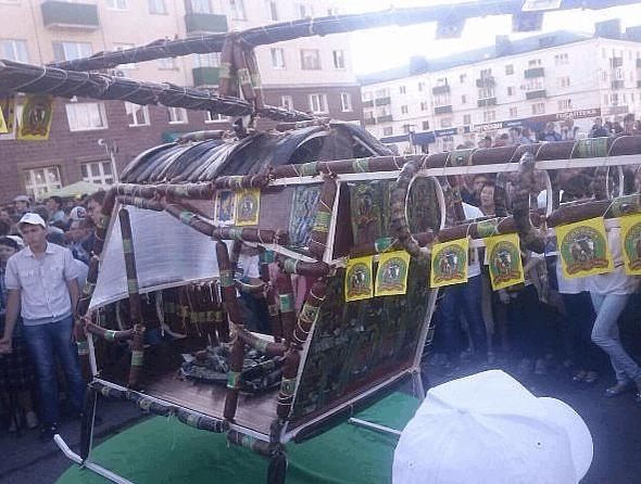 """В ожидании """"Мистралей"""". Россия построила вертолет из колбасы"""