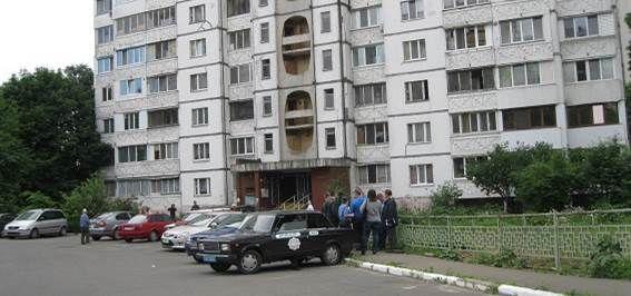 В Киеве бывший зэк угрожал школьнику ножом