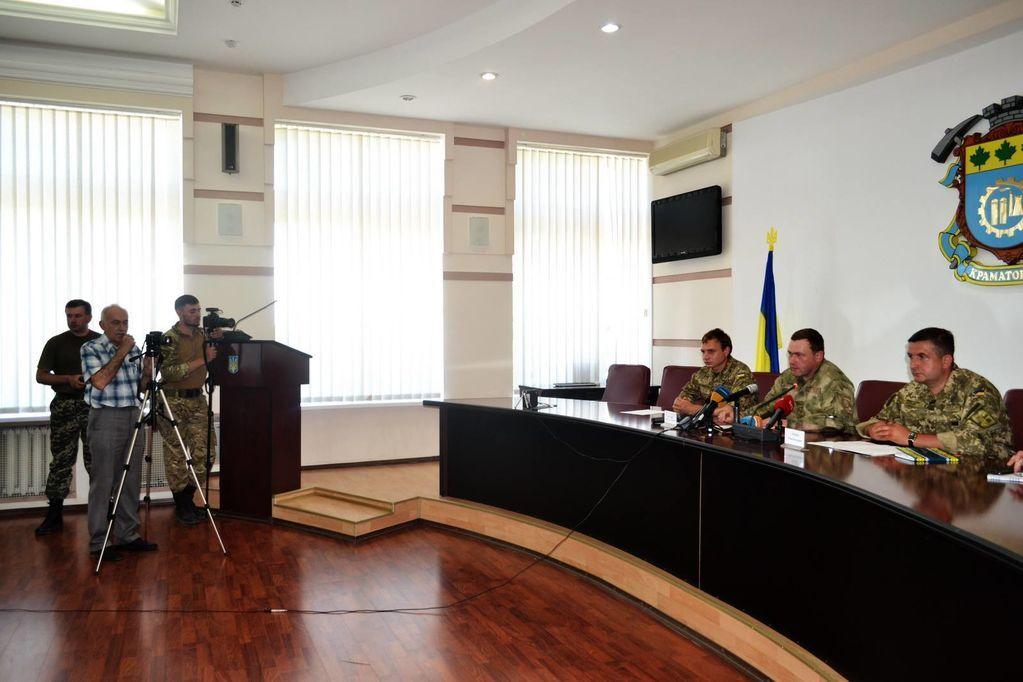 Освобожденный боец рассказал о пытках террористов перед лже-пресс-конференцией о Марьинке