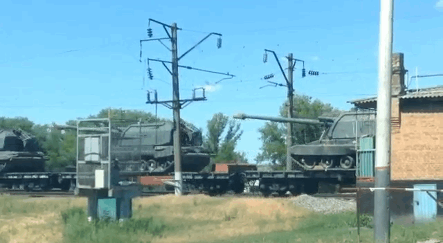 У границы Украины в Ростовской области зафиксирован эшелон с военной техникой