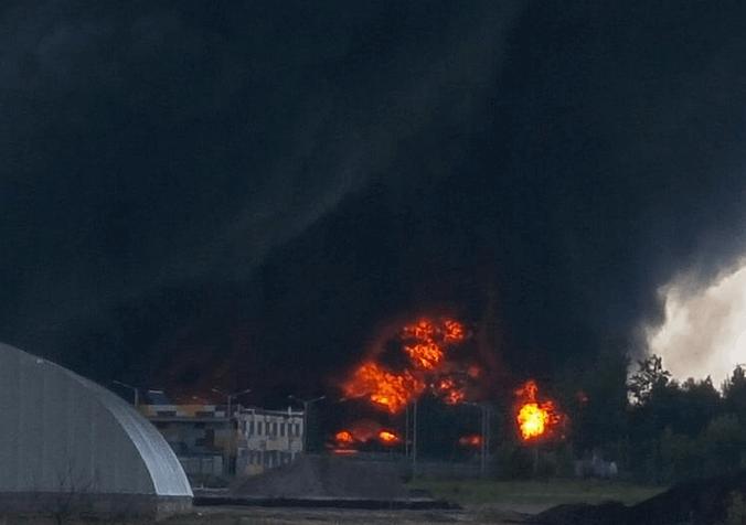 ЧП в Василькове: в зону возгорания попала еще одна нефтебаза