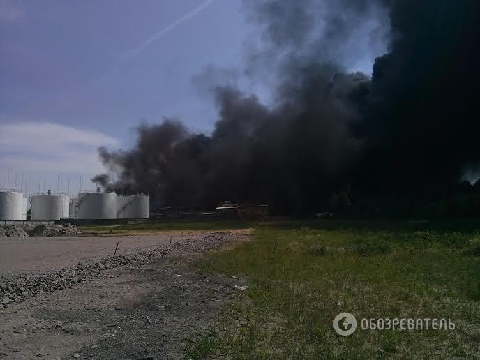 Пожар на нефтебазе в Василькове: проходит массовая эвакуация