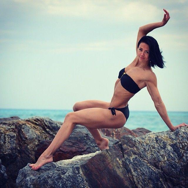 Соблазнительная мастер фитнеса удивила обнаженными фото