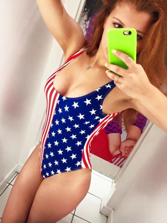 Дочь Леонида Парфенова опубликовала сексуальное фото в купальнике цветов американского флага