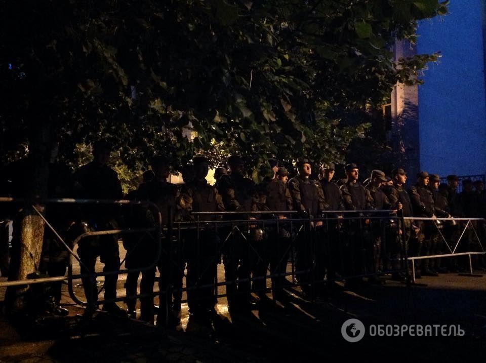 """""""Правый сектор"""" пикетирует АП из-за бойни в Мукачево"""