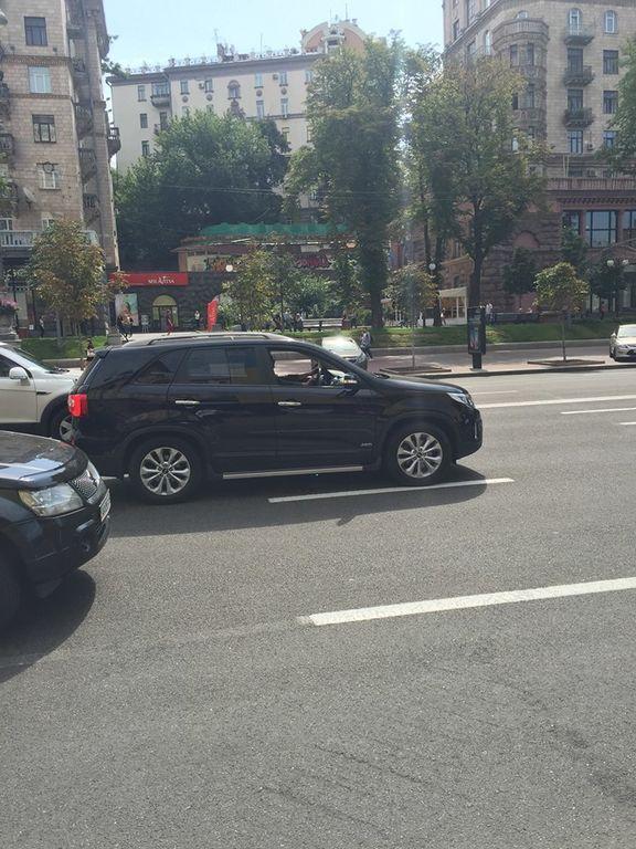 В Киеве МАФовики перекрыли Крещатик ради продажи ночью алкоголя