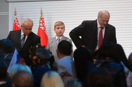 24-річна Нюша з'явилася в еротичному вбранні перед президентом Білорусії