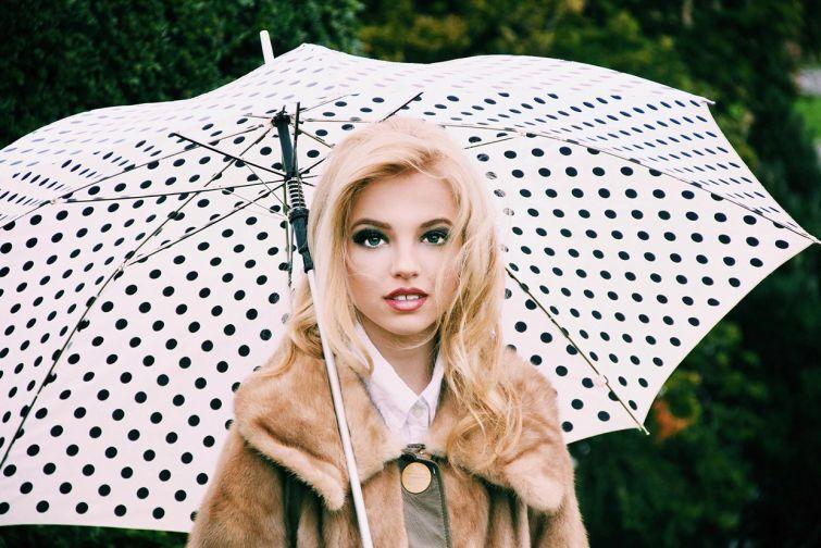 Фотограф показал, как макияж и правильный свет, могут изменить девушку