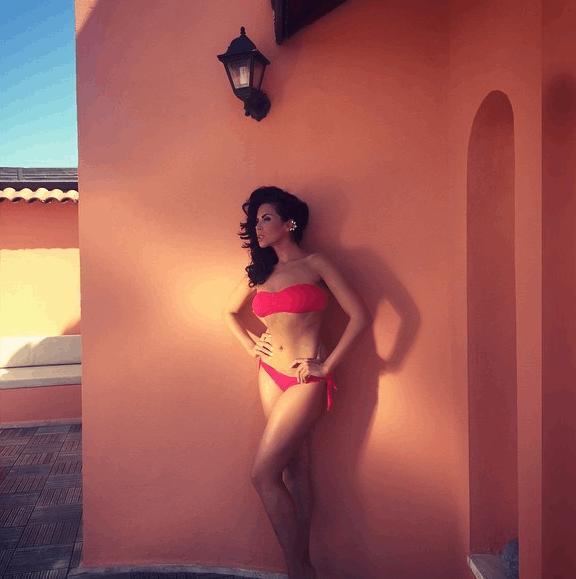 """У купальнику і """"збруї"""": схудла Каменських продовжує виставляти в мережу сексі-фото"""