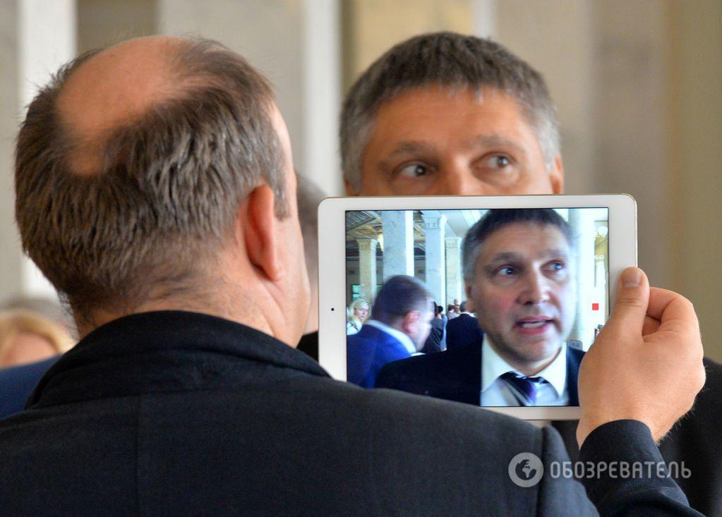 """Пристрасті по """"особливому статусу"""" Донбасу: фоторепортаж з Верховної Ради"""
