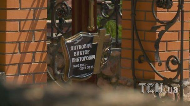 Жена Януковича-младшего приехала на могилу супруга в день его рождения - СМИ
