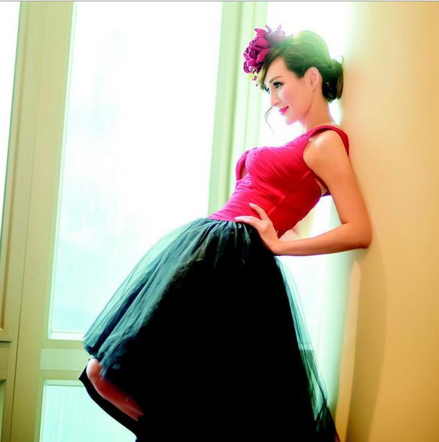 50-річна китайська модель, яка вразила світ своєю молодістю, опублікувала унікальні фото