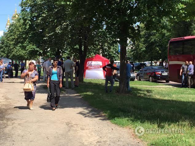 Затримані на 205-окрузі в Чернігові люди Березенка перевозили гроші для агітаторів: фотофакт