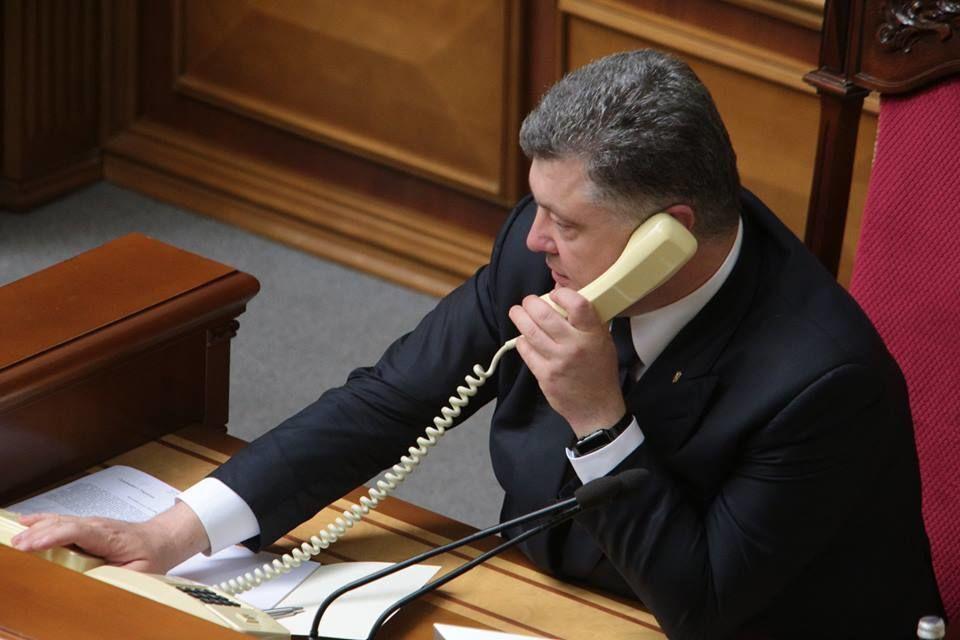 """Журналісти викрили Порошенка у прямому зв'язку з """"Держдепом"""" США: фотофакт"""