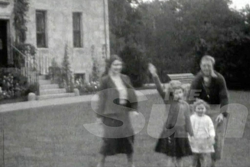 """Привет из прошлого. Сеть взорвало """"нацистское приветствие"""" от Елизаветы ІІ"""