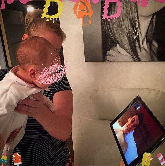 """Футболіст """"Динамо"""" охрестив доньку у Володимирському соборі: фото малятка"""