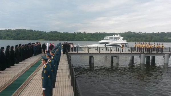 Патріарх Кирило прибув до парафіян на особистій люксовій яхті: опубліковані фото