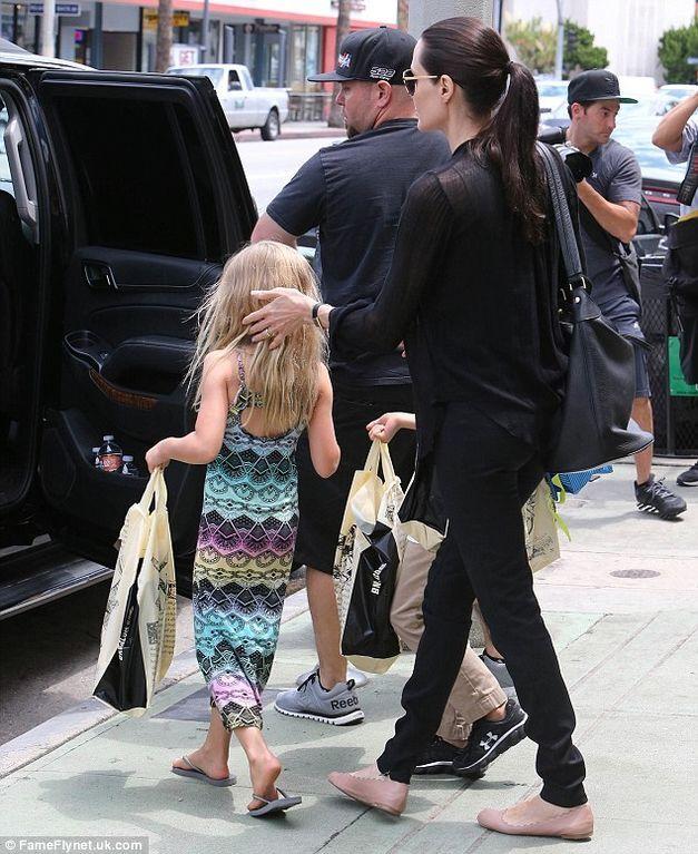 Джолі показала підрослих близнюків: опубліковані фото