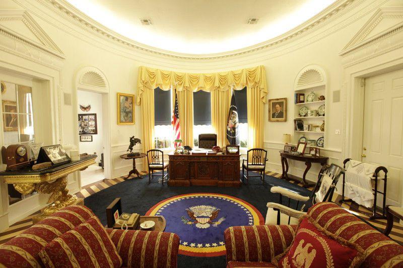 Опубликованы фото 10 рабочих кабинетов президентов: от Порошенко до Обамы