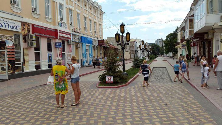 """Как российские туристы """"заполонили"""" Крым: фоторепортаж"""