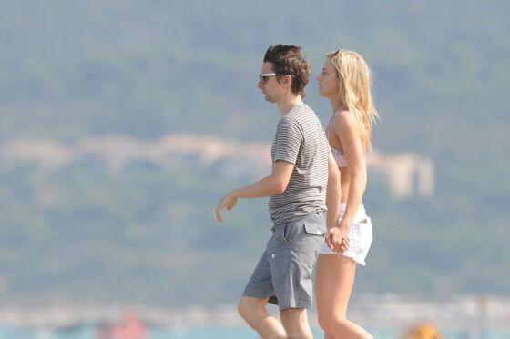 Солист Muse предался страсти на пляже с любовницей: жаркие фото